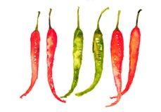 Piments chauds rouges et verts sur le blanc Photos stock