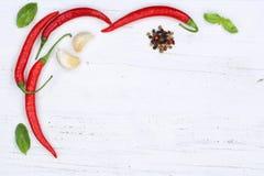 Piments d'un rouge ardent de poivrons de piment faisant cuire le backg de copyspace d'ingrédients Photos stock
