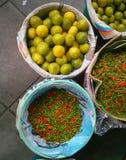 piments et chaux Photo stock