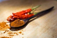 Piments secs avec le paprika moulu Images libres de droits