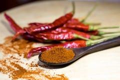 Piments secs avec le paprika moulu Image libre de droits