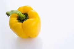 Pimienta amarilla dulce en el fondo blanco Imágenes de archivo libres de regalías