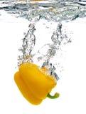 Pimienta caída en agua Fotografía de archivo libre de regalías