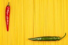Pimienta caliente en fondo del espagueti Imágenes de archivo libres de regalías