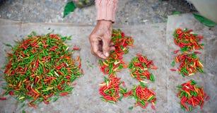 Pimienta de chile en mercado local Foto de archivo libre de regalías