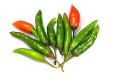 Pimienta de chile roja y verde aislada en el fondo blanco fotos de archivo
