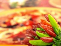 Pimienta de chile y pimienta roja caliente muy cerca Fotos de archivo