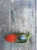 pimienta del jalapeño en la madera Fotos de archivo