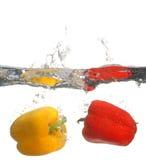 Pimienta dulce en agua Imágenes de archivo libres de regalías