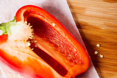 Pimienta madura roja cortada Fotos de archivo