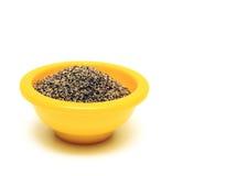 Pimienta negra en tazón de fuente Fotografía de archivo