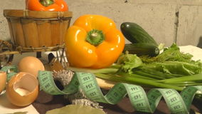 Pimienta, pepino, verdes, lechuga, centímetro, consumición sana almacen de metraje de vídeo