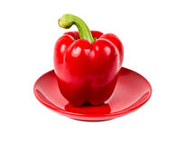 Pimienta roja fresca en la placa roja Imágenes de archivo libres de regalías