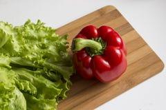 Pimienta roja y ensalada Imagen de archivo