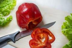 Pimienta suculenta con la ensalada Foto de archivo