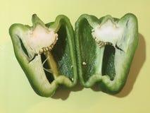 Pimienta verde cortada adentro a medias Imagen de archivo libre de regalías