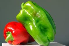Pimienta verde y roja Imagenes de archivo