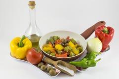 Pimientas, cebollas, tomates y aceitunas Imagen de archivo libre de regalías