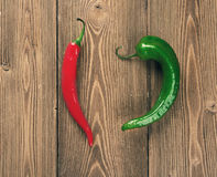 Pimientas de chile caliente rojas y verdes Imagen de archivo libre de regalías
