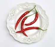 Pimientas de chile en una placa Imagen de archivo