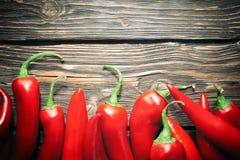 Pimientas de chile en una tabla Foto de archivo