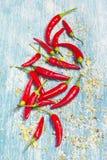 Pimientas de chile rojo en viejo fondo de madera azul Imagen de archivo