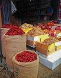 Pimientas de chile rojo que venden en sacos en la calle de Sri Lanka imagen de archivo libre de regalías