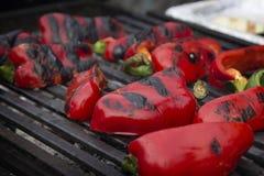 Pimientas dulces rojas asadas en la parrilla Imagenes de archivo