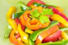 Pimientas rebanadas clasificadas coloridas frescas Fotos de archivo