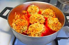 Pimientas rellenas llenadas de arroz foto de archivo