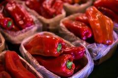 Pimientas rojas dulces para la venta Imagen de archivo libre de regalías