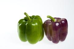 Pimientas verdes y púrpuras Imagen de archivo libre de regalías