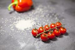 Pimientas y tomates de cereza imagenes de archivo
