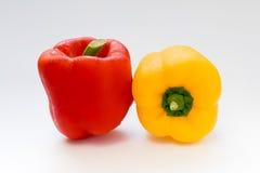 Pimiento o pimienta dulce en el fondo blanco Foto de archivo