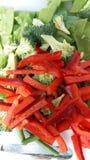 Pimiento rojo y verduras verdes fotografía de archivo libre de regalías