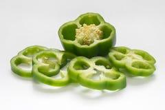 Pimiento verde o pimienta dulce en el fondo blanco Imágenes de archivo libres de regalías