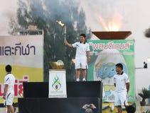 Pimsiri Sirikaew der Weightlifting Frauen von Thailand-Fackelrelais für die 40. Thailand-Hochschulspiele Stockbilder