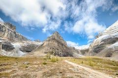 Pináculo da montagem, passagem da sentinela, parque nacional de Banff foto de stock