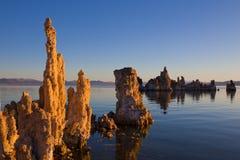Pináculos no mono lago imagens de stock royalty free