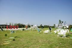 Pin轮子或从事园艺的风车和装饰在公园里 免版税库存图片