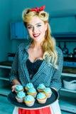 Pin вверх по девушке с пирожными Стоковые Фото