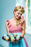 Pin вверх по женщине с пирожными Стоковое фото RF