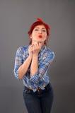 Pin вверх по poutig девушки ее губы для поцелуя Стоковая Фотография RF