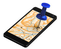 Pin azul pegado en un dispositivo GPS de Smartphone Fotos de archivo libres de regalías