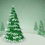 Pin d'hiver couvert de neige, dans le paysage d'hiver Image libre de droits