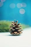pin d'isolement par cône proche de fond vers le haut de blanc Photos stock