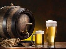 Pin de la cerveza y del vidrio de cerveza Imágenes de archivo libres de regalías
