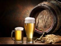 Pin de la cerveza y del vidrio de cerveza Foto de archivo