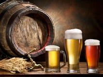 Pin de la cerveza y del vidrio de cerveza Imagen de archivo