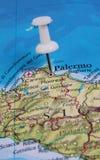 Pin in der Karte Lizenzfreie Stockbilder